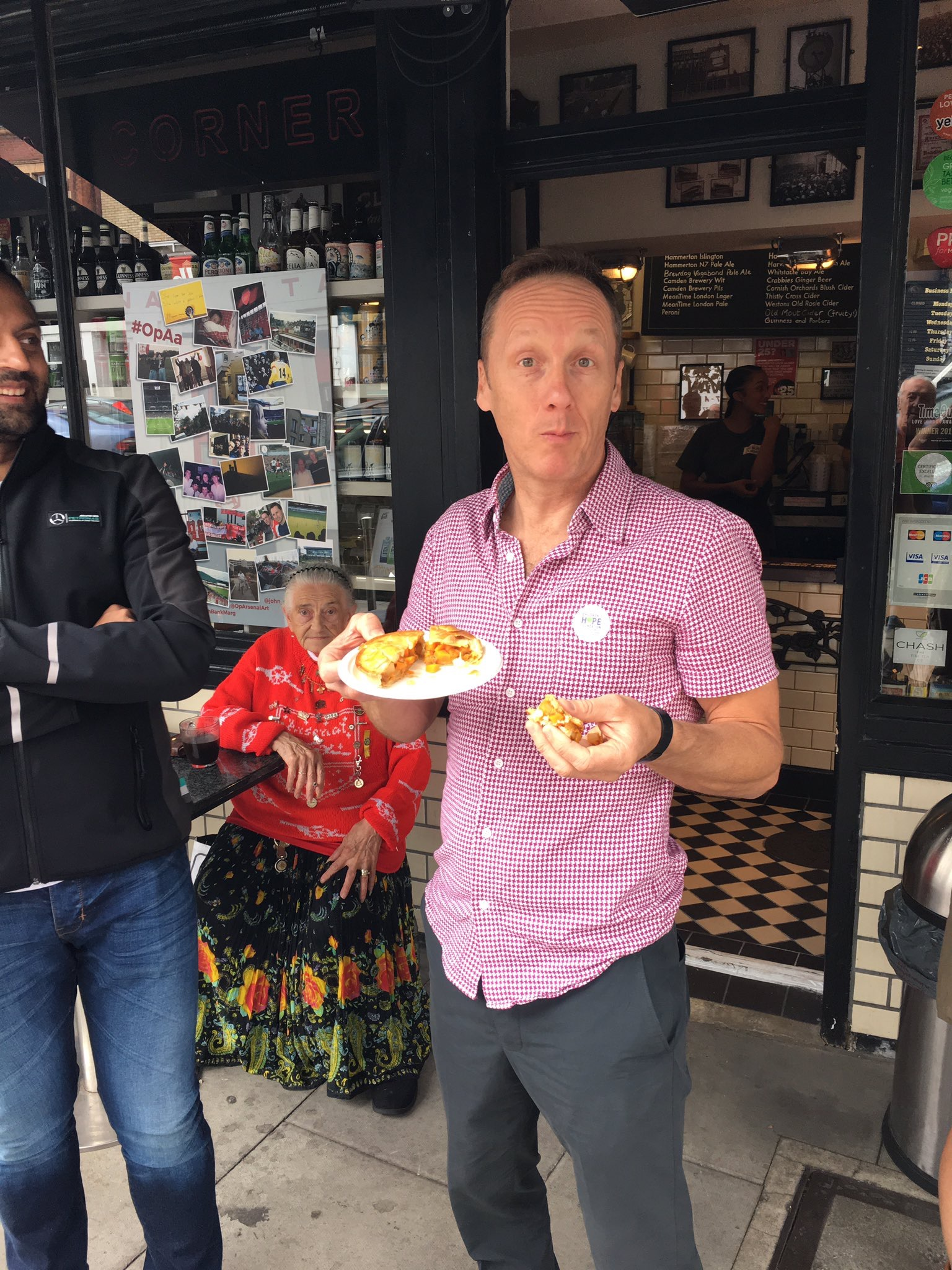 The NEW 'Lee Dixon' Veg Balti gets the humbs up from the man himself